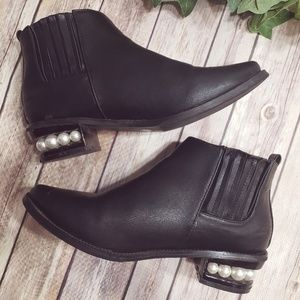🌿Catherine Malangrino Pearlen Ankle Booties🌿